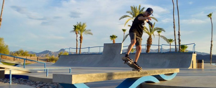 Cristian Dedeu, backside 5-0 en Arizona. Foto de Adrià Ventura